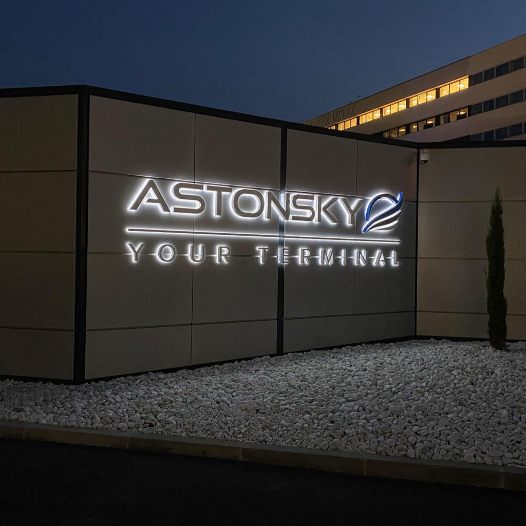 poly-expo-enseigne-lumineuse-lettre-boitier-metallique-essonne-astonsky-le-bourget-