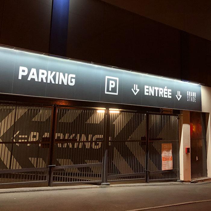 polyexpo-signaletique-exterieure-parking-grand-stade-93